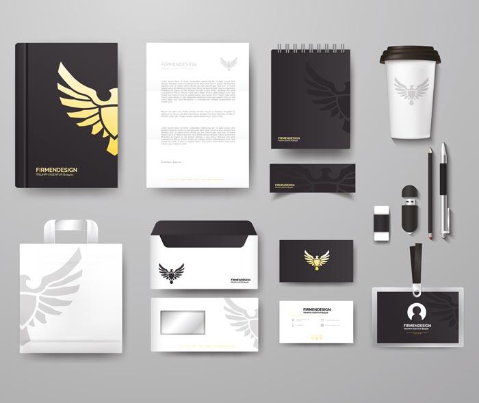 Corporate Design Beispiel von diversen Produkten auf grauem Untergrund