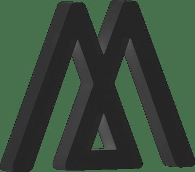 Schwarze 3D Buchstabe - Triumph Logo M